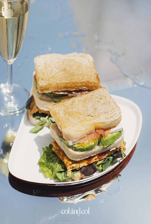 sangüich (n.)  bocadillo, emparedado, sandwich, sándwich, torta, untada, bocata