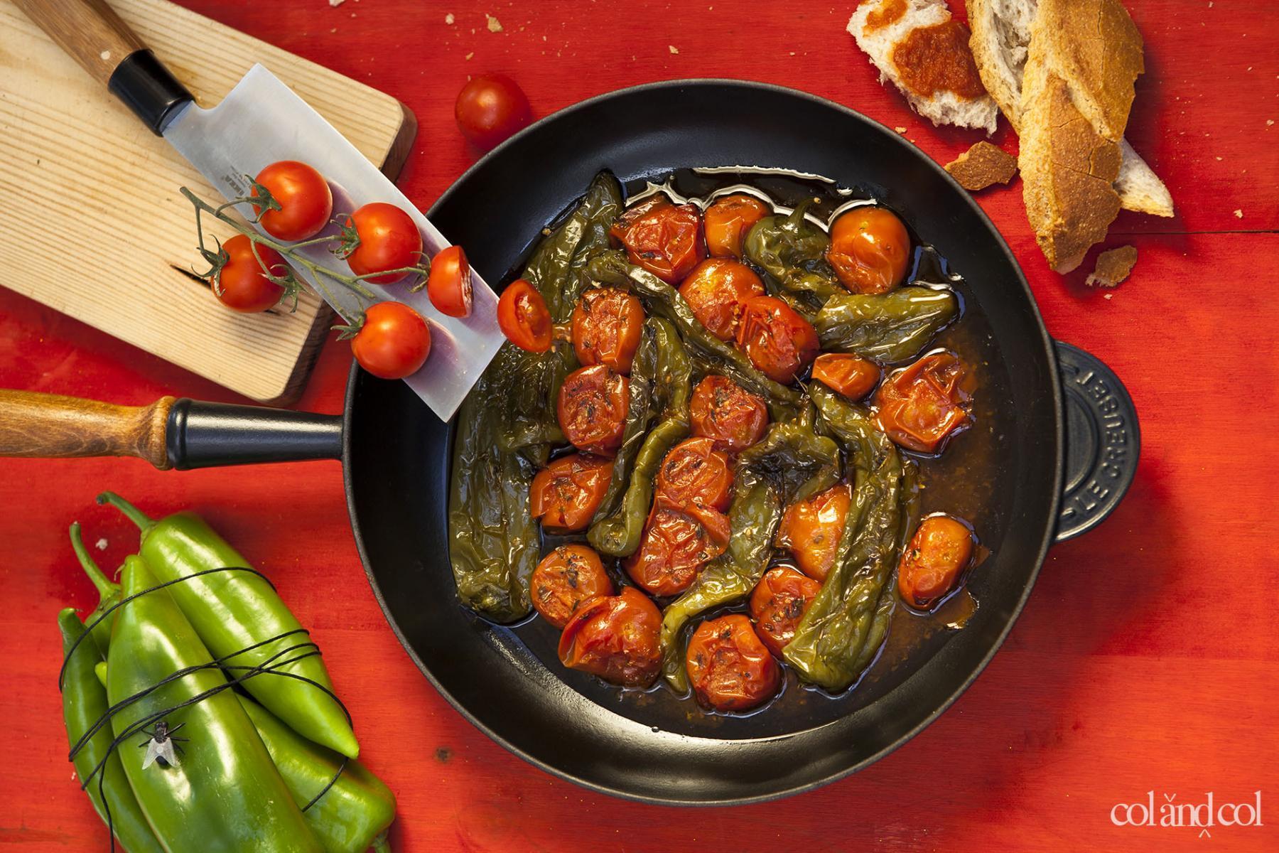 Aperitivo de pimientos y tomates cherry